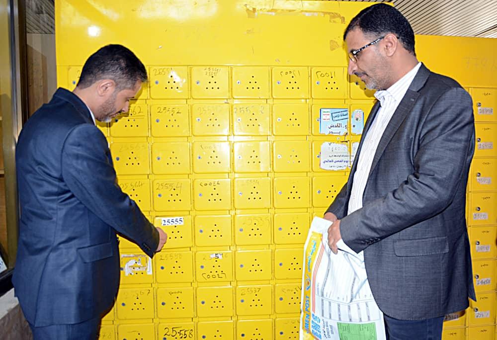 وزير الاتصالات يسلم صندوق بريد عضو المجلس السياسي محمد علي الحوثي