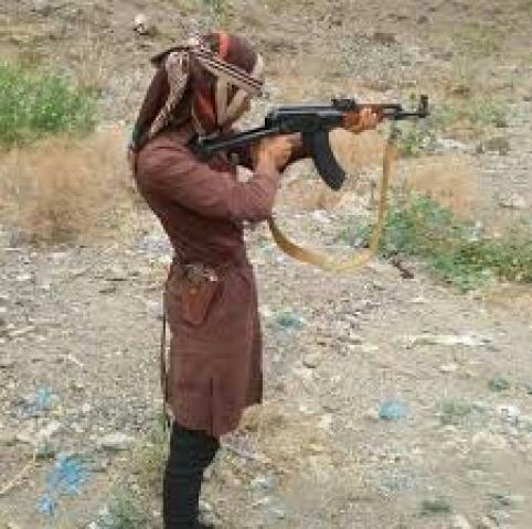 فتاة في تعز تقتل والدها وتصيب والدتها وشقيقها :