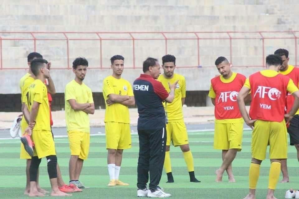 توافد لاعبي المنتخب اليمني المحترفين خارجياً على معسكر الرياض .